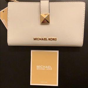 NEW Micheal Kors Karla LG MF Slim Leather Wallet